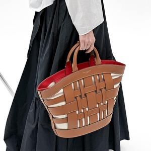 Linee soavi e calde contraddistinguono la nuova Gea di @giannichiarini ✨ Scoprila in Store e online! #newbags #summer21 #weareinpuglia