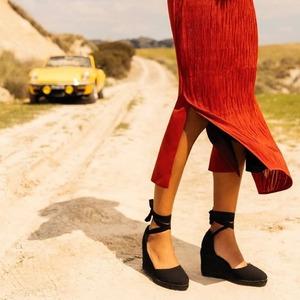 Raffinatezza e versatilità sono le caratteristiche principali delle nuove @espadrilles_originals ❤️ Scoprile tutte in Store a #CastellanaGrotte!
