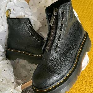 SINCLAIR 😍❤️ Riassortimento arrivato! Non lasciartela sfuggire.. #drmartens #originals #boots #fw20