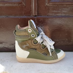 Nuovi arrivi 💕 Sneakers Lemaré con zeppa interna. Disponibili in Store! #newcollection #sneakerswoman #sneakerslove #newarrivals