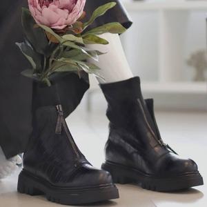 I nuovi anfibi Jeannot Official sono disponibil in Store e Online. Approfitta del 20% di sconto, scoprili subito 🖤 #boots #anfibidonna #fallwinter20 #newcollection