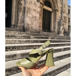 G R E E N 💚 Sandalo Jeannot disponibile in Store e online!