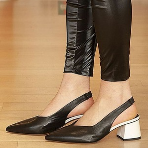 Spring time 🌺 È arrivata la nuova collezione Laura Bellariva! #chanelshoes #newarrivals #newcollection