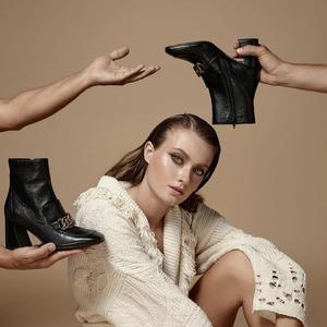 La perfetta fusione fra arte e scarpe @jeannotofficial ❤️ #newcollection #arte #shooting #fw20