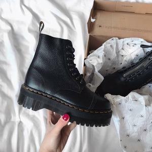 Riassortimento arrivato! Dr Martens Sinclair 🔥 Disponibili in Store e Online. Non lasciartele sfuggire, contattaci per info e prenotazioni! #drmartens #sinclair #boots #fallwinter20