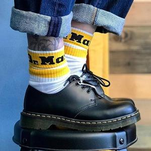 It's Dr. Martens time 🔥 È nuovamente disponibile l'iconica 1461 uomo, sia con la cucitura gialla sia la mono black! Calzini unisex disponibili in tre varianti di colore. #newcollection #nowavailable #fw20