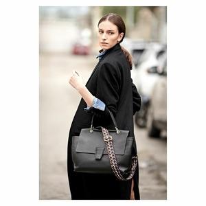 Sorprendila con una borsa! 🎀L'iconica Elettra di @giannichiarini è nuovamente disponibile in Store! #christmastime #giftideas #newcollection #newarrivals #fw20